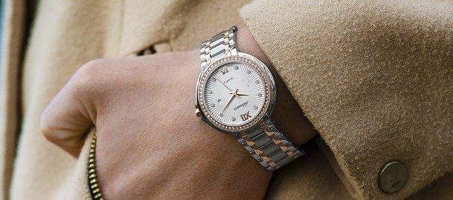 Zegarek ceramiczny – co przemawia na korzyść jego zakupu?