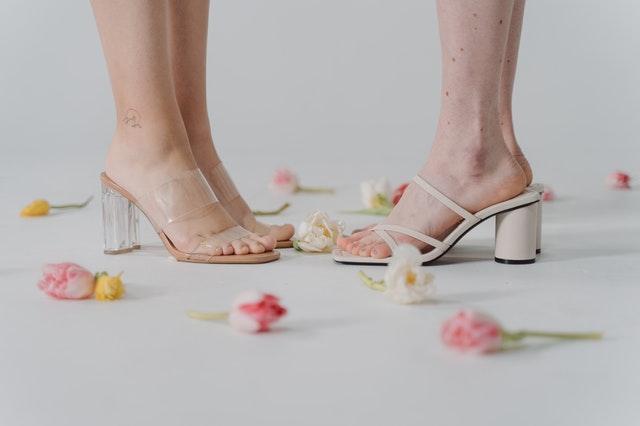 Sandały na słupku